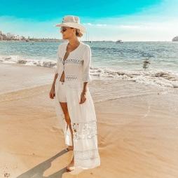 total white en OVO beach